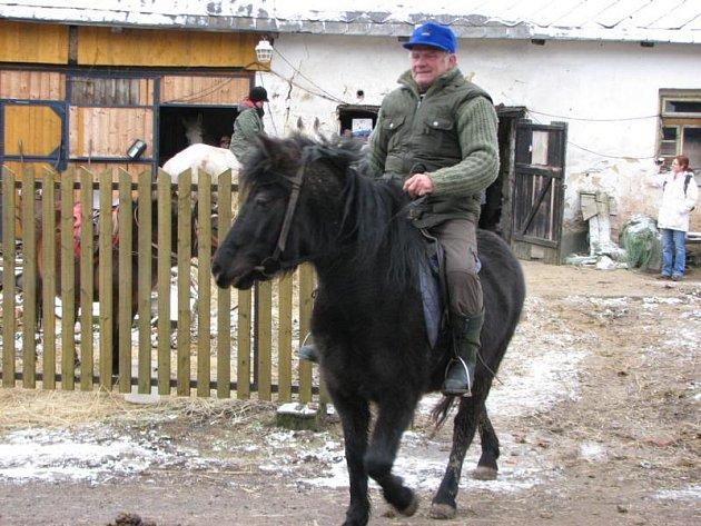 Novoroční vyjížďka koní v Bezvěrově