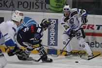 Hokejisté HC Plzeň 1929 (v bílém) porazili ve čtvrteční předehrávce 48. kola extraligy Liberec 3:1.