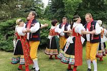 Na Dnu města Nýřany zatančila i folkorní skupina Máj.