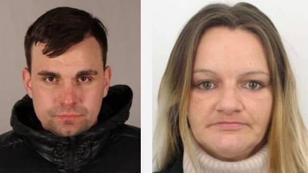 Plzeňští policisté pátrali po podezřelém Pavlu Strakovi. Ženu, s níž se pohyboval, zadrželi v sobotu.