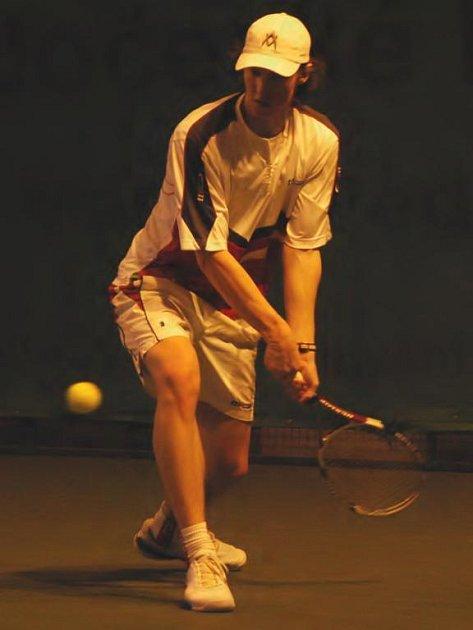 Devatenáctiletý tenista TK Sparta Praha Lubomír Majšajdr (na snímku) podlehl v semifinále halového mistrovství České republiky Janu Vackovi 4:6, 2:6