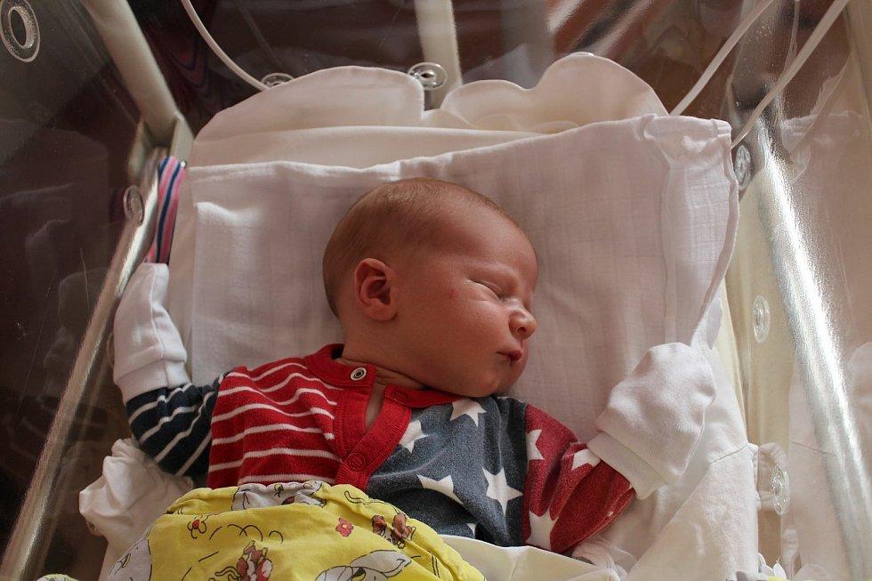 Tobiáš Pobuda (3620 g, 52 cm) se narodil 27. června v 15:54 ve FN v Plzni. Rodiče Dáša a Martin z Plzně věděli dopředu, že Mikuláš (3,5) bude mít brášku.
