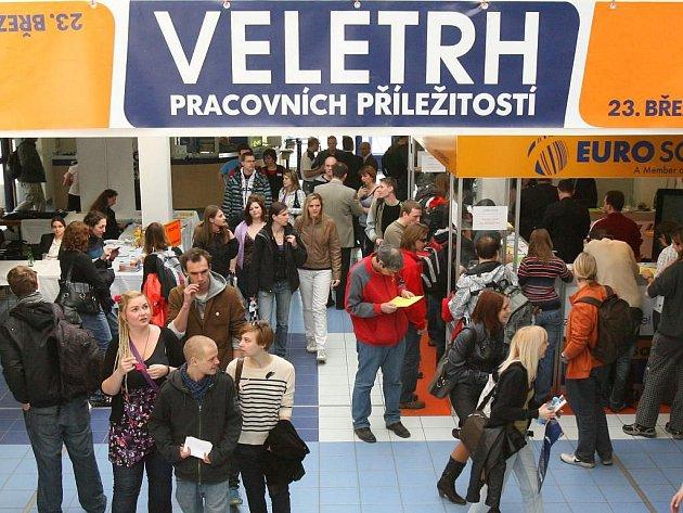 Více než pět tisíc lidí přišlo ve středu do Fakulty elektrotechnické na ZČU v Plzni na Veletrh pracovních příležitostí