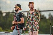 Formace IDIO&IDIO představila na Basinefirefestu v pátek podvečer na třetí festivalové scéně skladby z chystané desky, zazněla i píseň Znamení měsíce, ke kterému muzikanti loni vydali videoklip.