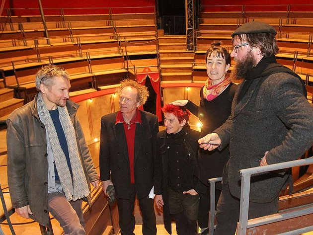 Šapitó pro francouzské soubory Cirque Trottola a Petit Théâtre Baraque