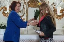 Na třetím místě se v soutěži Dopiš povídku 2015 umístila Michaela Augustinová, které cenu přidala plzeňská novinářka a spisovatelka Markéta Čekanová.