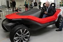 Představení elektromobilů na ZČU v Plzni se zúčastnil i italský designér Maurizio Corbi