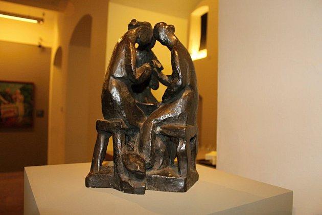 Plastika Otto Gutfreunda Draní peří/Tři pracující ženy