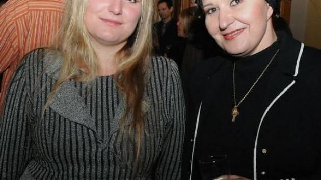 Ivana Veberová (vlevo) se světoznámou českou pěvkyní Evou Urbanovou po představení Janáčkovy opery Její pastorkyňa na festivalu Divadlo 2008 v Plzni
