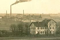 Nádraží a chemická továrna v Kaznějově v období první republiky.