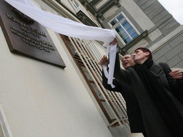 Pavel Rödl a Marcela Krejsová včera odhalili pamětní desku Bohumila Polana