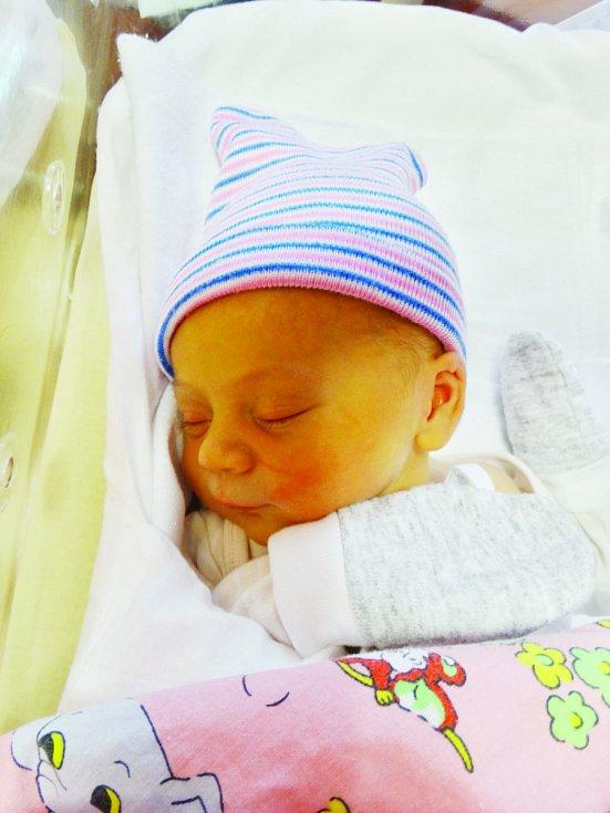 Barbora Kadečková se narodila 9. listopadu ve 22:44 mamince Lucii a tatínkovi Lukášovi. Po příchodu na svět v plzeňské FN vážila sestřička Evelínky 3090 gramů a měřila 50 centimetrů.