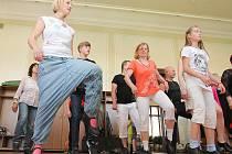 Na workshopu Plzeňského festivalu stepu si lidé mohli vyzkoušet stepování