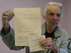 Dopis s pozváním do televizní soutěže Dvojníků má Jiří Svatek z Plzně dobře schovaný, stejně tak jako lístky na vlak, který jej dovezl na konkurz do Bratislavy
