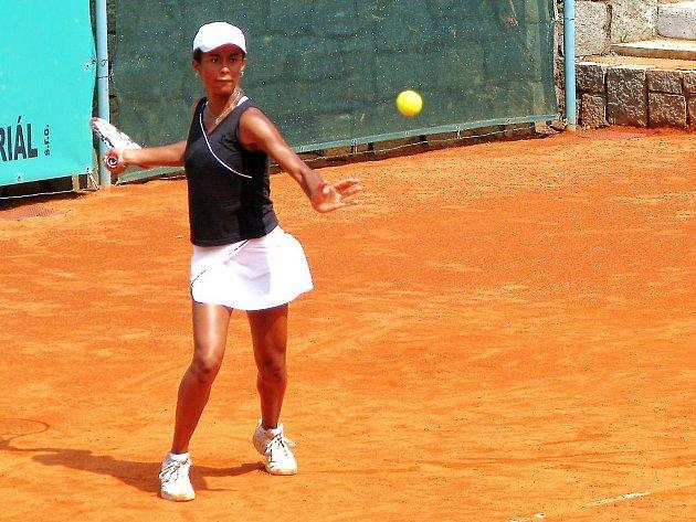VYŘAZENÍ. Česká tenistka Pernilla Mendesová ukončila své působení na mistrovství Evropy do 14 let v Plzni ve čtvrtfinále. Tam ji vyřadila Belgičanka Mestachová.