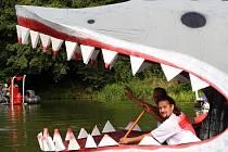 Netradiční plavidla na řece Radbuze v Plzni