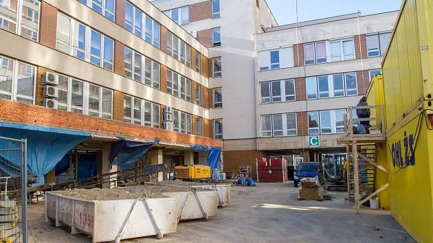 Fakultní nemocnice v Plzni - rekonstrukce centrálního příjmu