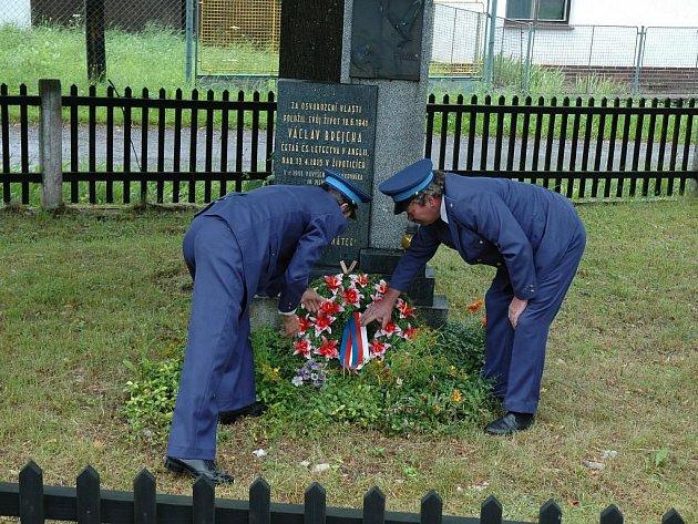 Obyvatelé Životic vzpomněli na místního obyvatele, který před šedesáti lety zahynul jako pilot RAF.