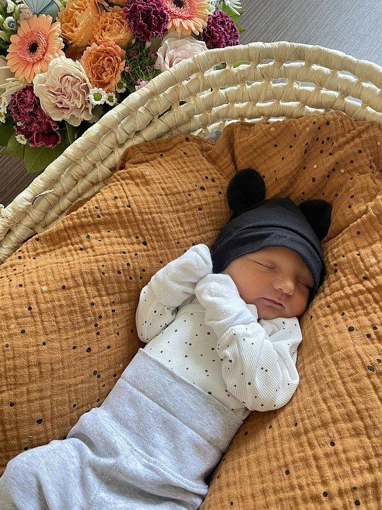 Max Khaur z Plzně se narodil ve FN Lochotín 14. února 2021 ve 22:19 hodin (3310 g, 54 cm) mamince Nicole a tatínkovi Lukášovi. Doma se na malého brášku těšil Lukášek.