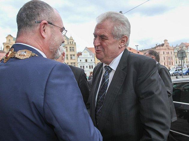 Přivítání prezidenta na magistrátu města primátorem Martinem Zrzaveckým