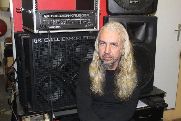 Pavel Rybecký, 44let, Malovice, hudebník, výtvarník