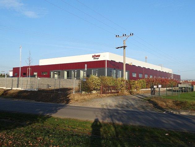Průmyslové stavby: Výrobní hala sadministrativní budovou společnosti SCHWER Fittings