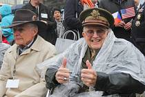 Slavnostního odhalení památníku generála Pattona v Plzni se zúčastnili také američtí a belgičtí veteráni.