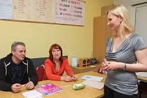 Jevgenija Rybková (zcela vpravo) vyučuje češtinu v plzeňském Centru na podporu integraci cizinců