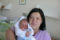 Tomášek (3,47 kg, 50 cm) se narodil 11. 7. v5:30 hod. vMulačově nemocnici Andree Havlíkové a Petru Moravcovi zPlzně. Doma na bratříčka čekala roční Nikolka a šestiletý Lukáš