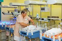 O čerstvě narozená miminka pečují odborníci Neonatologického oddělení