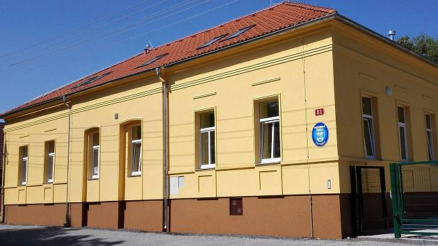 Obec zrekonstruovala někdejší budovu základní školy v Letkově  a předělala ji na mateřinku.