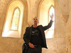 ...vykládal v přízemní kapli sv. Václava...