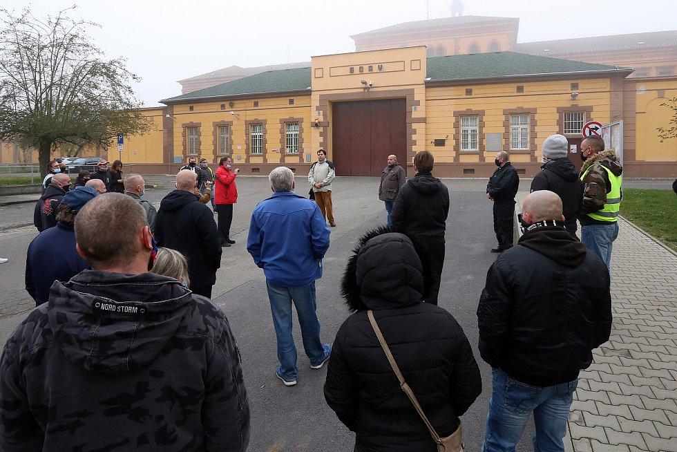 V neděli odpoledne se před nápravným zařízením na Borech konal vzpomínkový akt na Petra K