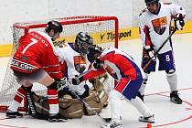 Kanadský útočník Paul Ferone sice v tuto chvíli obranný val Velké Birtánie nepřekonal,ale Kanada i tak svého soupeře rozstřílela 21:1.