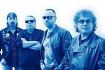 "Skupina Turbo uvede předsilvestrovský koncert v Saloonu v Plzni na Roudné. Zleva Petr ""Bob"" Šťastný (baskytara), Martin Laul (klávesy), Míra Chrástka (kytara, zpěv) a Jiří Lang (bicí, zpěv)"