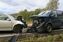 Čelní střet VW Transporter s fabií u Hluboké u Kdyně.