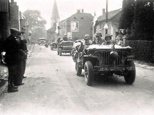 Američané vjíždějí do osvobozeného Noorbeeku nedaleko Maastrichtu