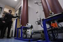 V nové laboratoři se studenti seznámí s realizací moderních řídicích systémů běžně používaných v průmyslových provozech