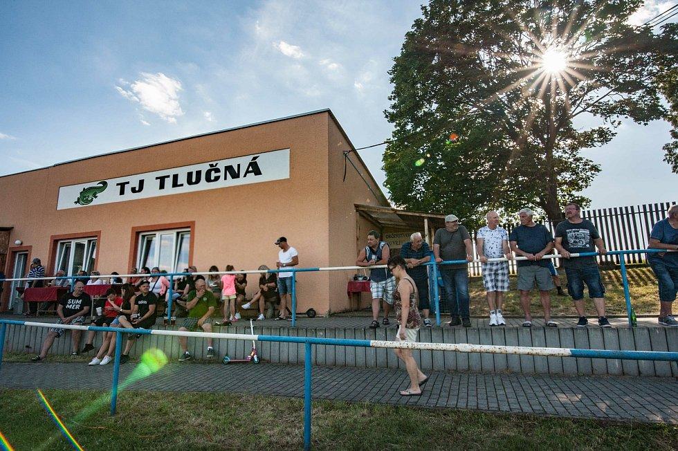 Na stadionku v Tlučné se proháněli nejen známí fotbalisté, ale i hokejisté. Miniturnaj pořádaný jako vzpomínka na uznávaného kouče Vladimíra Vašáka vyhrála Stará garda Viktorie Plzeň jen o skóre před Vošouch týmem.
