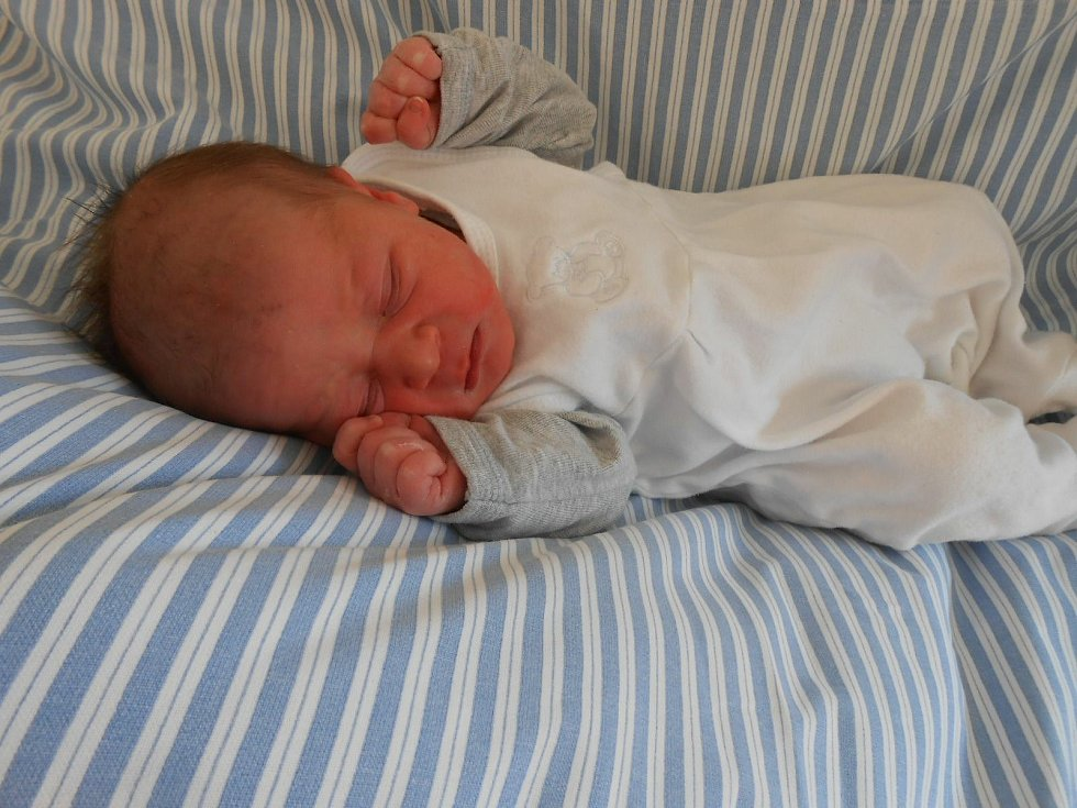 Erik D. se narodil v domažlické porodnici 20. března 2021. Po příchodu na svět vážil 3190 gramů a měřil 49 centimetrů.