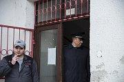 Ministr vnitraza ČSSD Jan Hamáček ve čtvrtek za doprovodu krajského policejního ředitele Pavla Krákory navštívil ubytovnu na plzeňské Doubravce