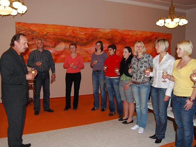 Starosta města Petr Fornouz v pátek 17. dubna vpodvečer úspěšné hráčky oficiálně přijal na radnici a poděkoval jim za výbornou reprezentaci města