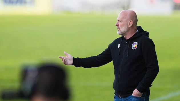 Nový plzeňský trenér Michal Bílek při utkání s Pardubicemi, který jeho tým prohrál 0:3.