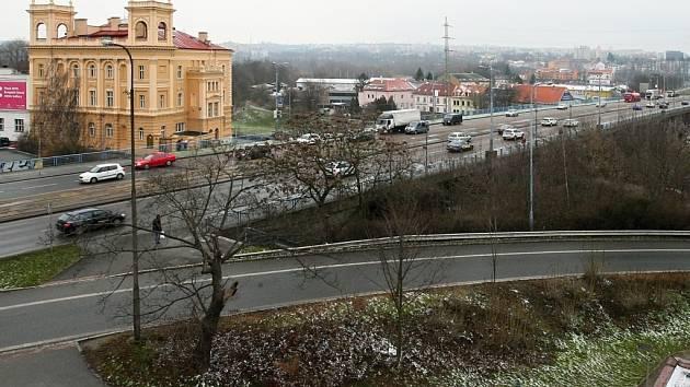 Most Generála Pattona  přes Mži v centru Plzně čeká náročná dvouletá rekonstrukce. Nyní vrcholí výběrové řízení na dodavatele stavby, samotná rekonstrukce rozvržená do dvou let začne na jaře příštího roku.