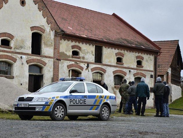 V Trnové na Plzni-severu zasahovali v lednu 2013 policisté. V budově bývalého zemědělského objektu zde několik měsíců fungovala pěstírna konopí.