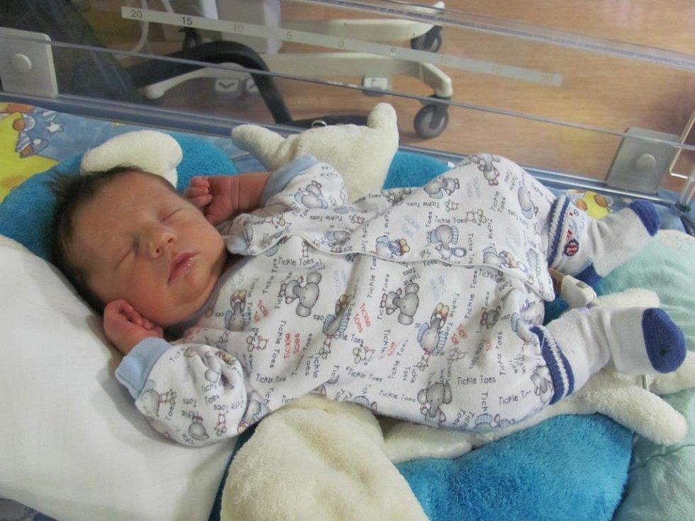 Marek (3,15 kg, 50 cm) se narodil 1. listopadu ve 14:33 v plzeňské fakultní nemocnici. Z jeho narození se radují rodiče Lucie a Jiří Šplíchalovi z Plzně a na bratříčka se doma těší tříletý Matěj