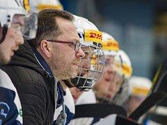Trenér juniorů hokejové Škody Plzeň David Bruk (na snímku) může napodobit svého bývalého spoluhráče Michala Straku, který dovedl starší dorost Plzně k titulu