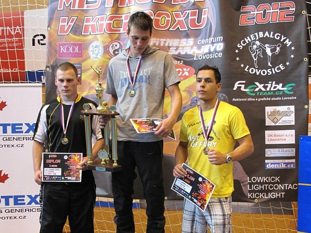 Jiří Štádler ml. získal s přehledem na mistrovství republiky v kickboxu ve váze do 67 kg zlatou medaili