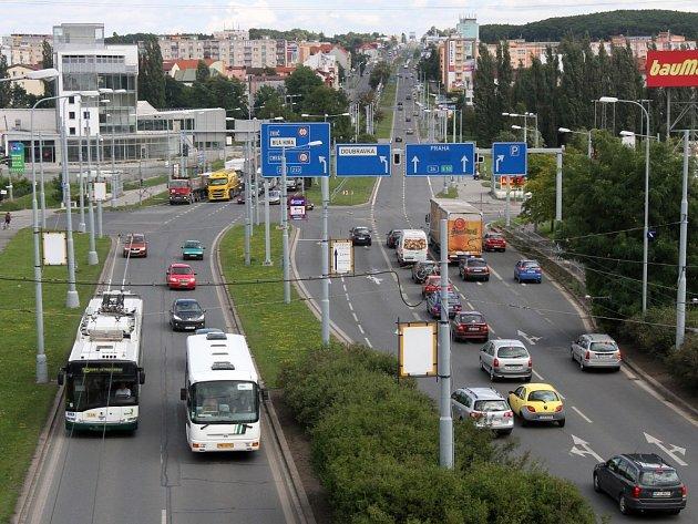 Semafory na Rokycanské ulici již fungují a dopravu neřídí policie. Poslední křižovatka bez signalizace je na Lochotíně