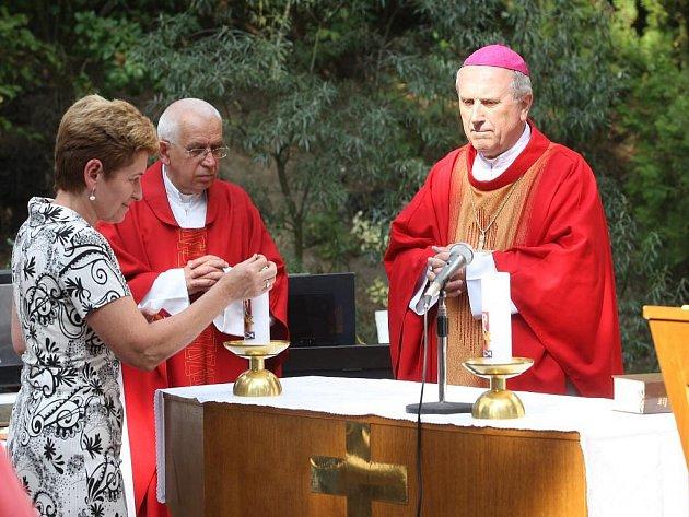 Poutní mši svatou v pátek v kapli sv. Maxmiliána Kolbeho v Meditační zahradě, celebroval biskup František Radkovský se synem zakladatele zahrady Petrem Hruškou. Luboši Hruškovi byla při této příležitosti odhalena pamětní deska